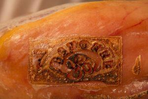 Une qualité certifiée - Lauburu d'un jambon de Bayonne